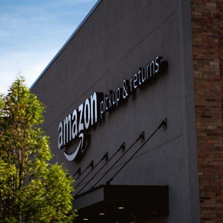 Amazon planea capacitar a 100 mil empleados