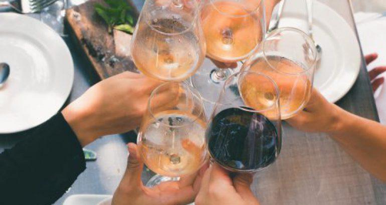 Cómo servir correctamente el vino
