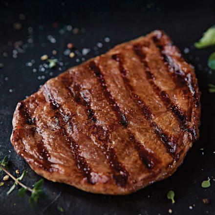 ¿Cuál es el tiempo ideal de cocción para cortes finos de carne?