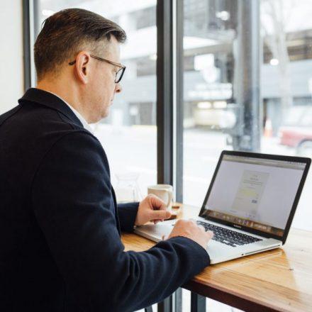Mal postura frente a la PC puede afectar tu salud