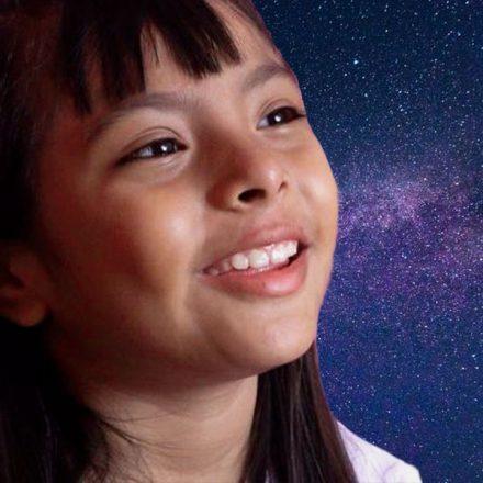 Adhara, la niña genio mexicana que sorprende por su inteligencia