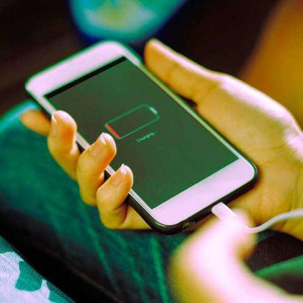 4 acciones que podrían estar dañando la batería de tu teléfono