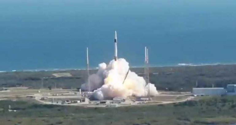 Lanzan con éxito el primer satélite mexicano AztechSat-1