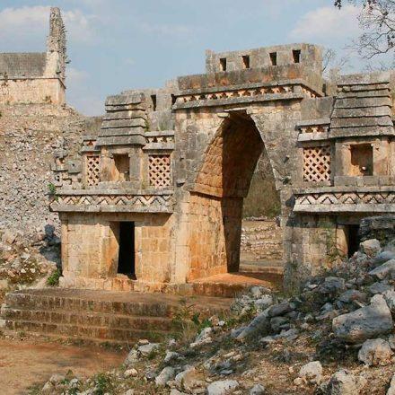 Confirman hallazgo de 150 altares en la Riviera Maya