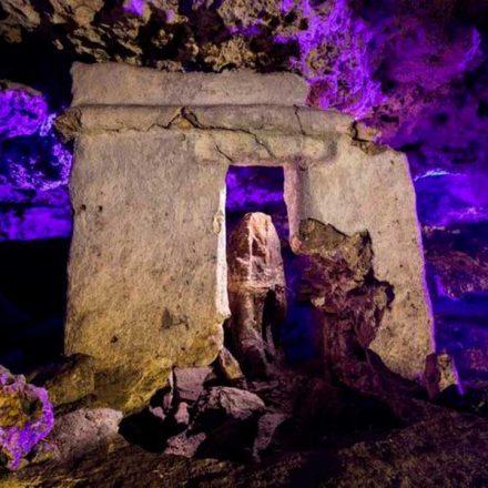 Reportan hallazgo de altar maya dentro de un cenote en Playa del Carmen