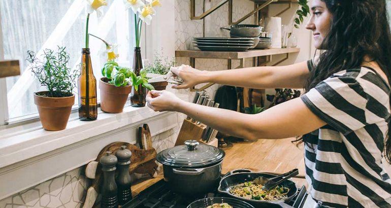 5 hierbas para cocinar que debes tener en tu jardín