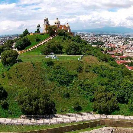 La pirámide más grande del mundo se encuentra en México… oculta bajo las plantas