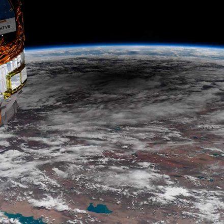 Astronauta capta una increíble imagen de la sombra del eclipse solar sobre la Tierra