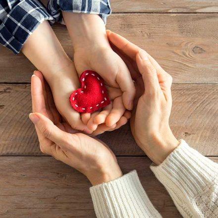 Las personas generosas tienden a ser más felices, explican investigadores