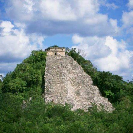 Investigadores mexicanos logran identificar a 14 gobernantes de Cobá, antigua ciudad maya