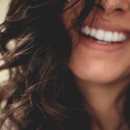 La sonrisa tiene un impacto positivo en tu estado de ánimo, afirma la ciencia