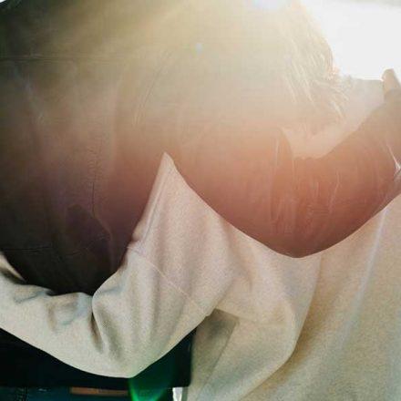 Reflexión: El confinamiento nos ha hecho apreciar el poder de los abrazos
