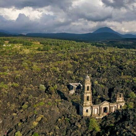 San Juan de Parangaricutiro, el pueblo mexicano sepultado por un volcán