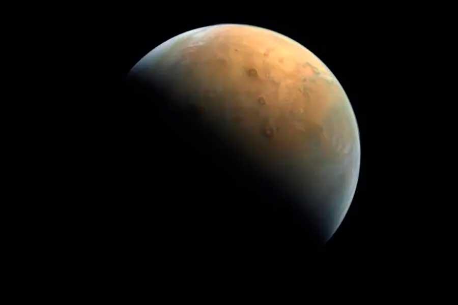 Hope Mars envía la primera imagen de Marte a 25 mil kilómetros de la superficie