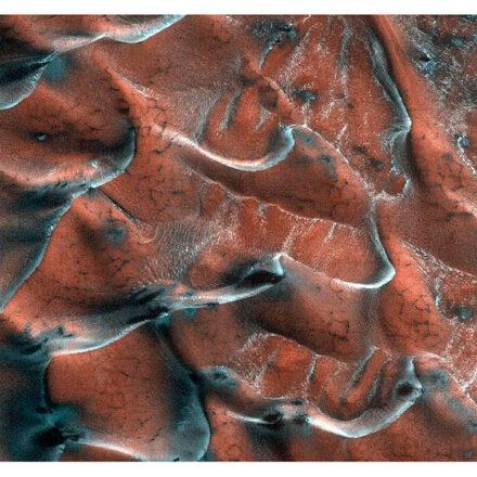 Así lucen las impresionantes dunas de arena heladas de Marte