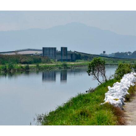 Jóvenes recolectan cáscaras de huevo para limpiar el Río Lerma