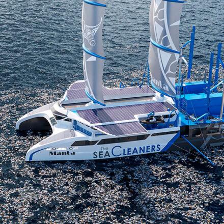 Manta, el velero ecológico que transforma el plástico en combustible para navegar