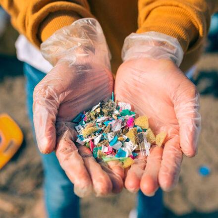 Utilizarán satélites de la NASA para rastrear microplásticos en los océanos