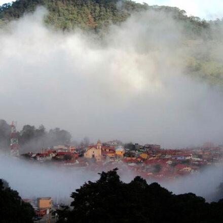 Pinal de Amoles, el mágico pueblo mexicano envuelto por neblina