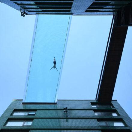 Londres inaugura la primera alberca flotante del mundo