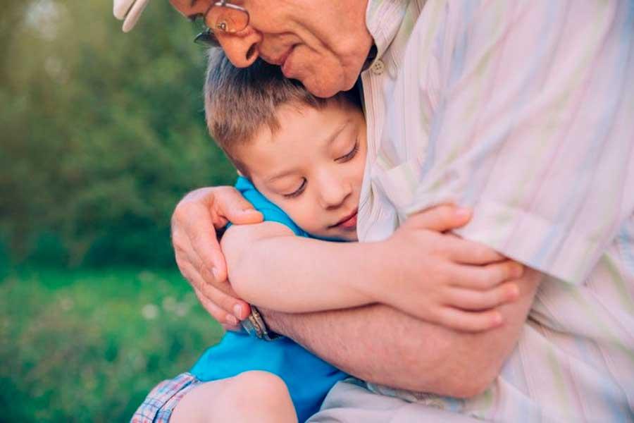 Los abuelos son el pilar de las familias y de la sociedad