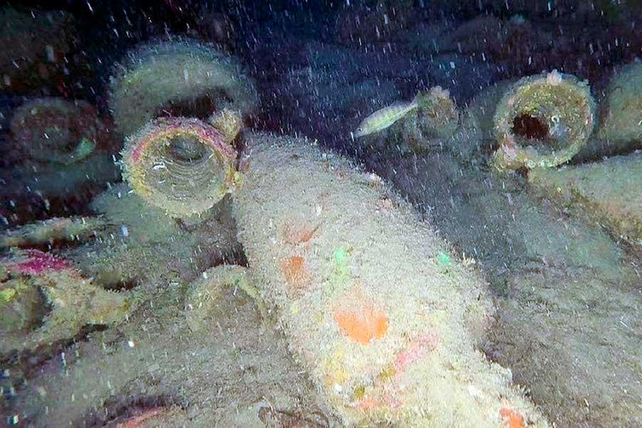 Descubren en Italia un barco romano del siglo II a.C. cargado con decenas de ánforas de vino