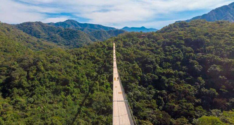 Conoce el majestuoso puente colgante de Mazamitla que se extiende sobre la Sierra del Tigre en Jalisco