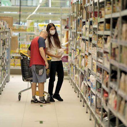En este supermercado cooperativo de Madrid los clientes son los dueños