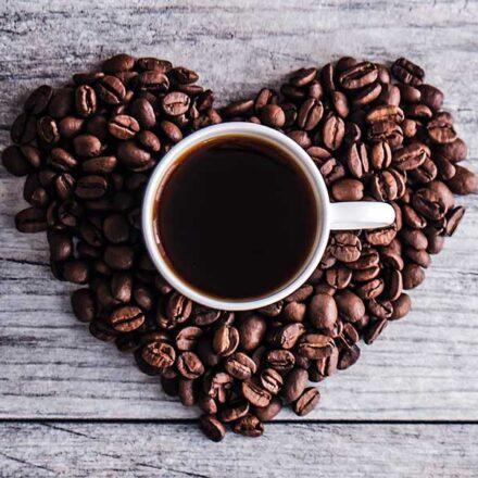 Beber hasta 3 tazas de café al día beneficia nuestra salud cardiovascular: estudio